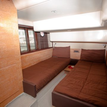 cabin - 48ft azimut - yachts for rent in dubai