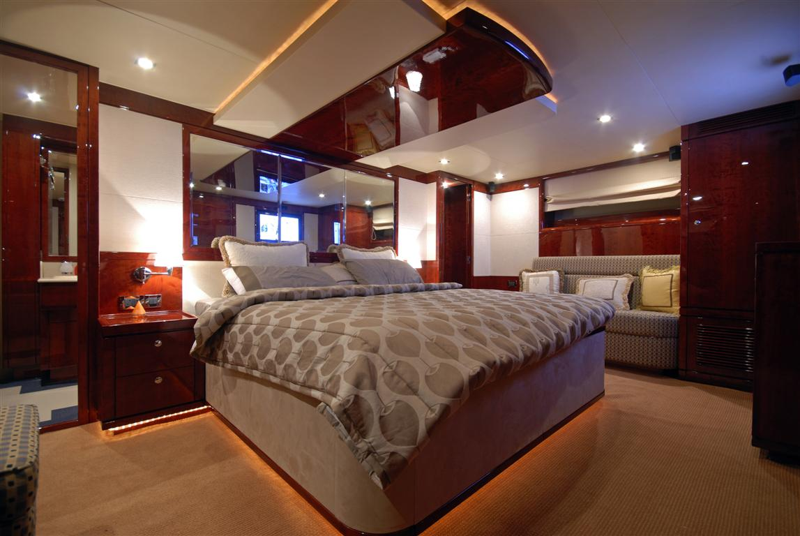 cabin - 86ft-luxury-yacht- yacht for rent in dubai