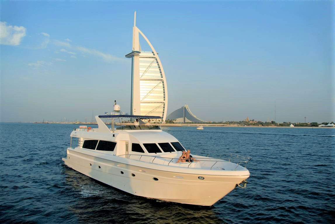86ft yacht with burj al arab on background