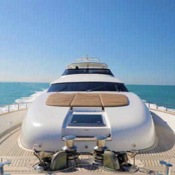 sunbeds - 96 Ft - White versace - Yacht Rental Dubai