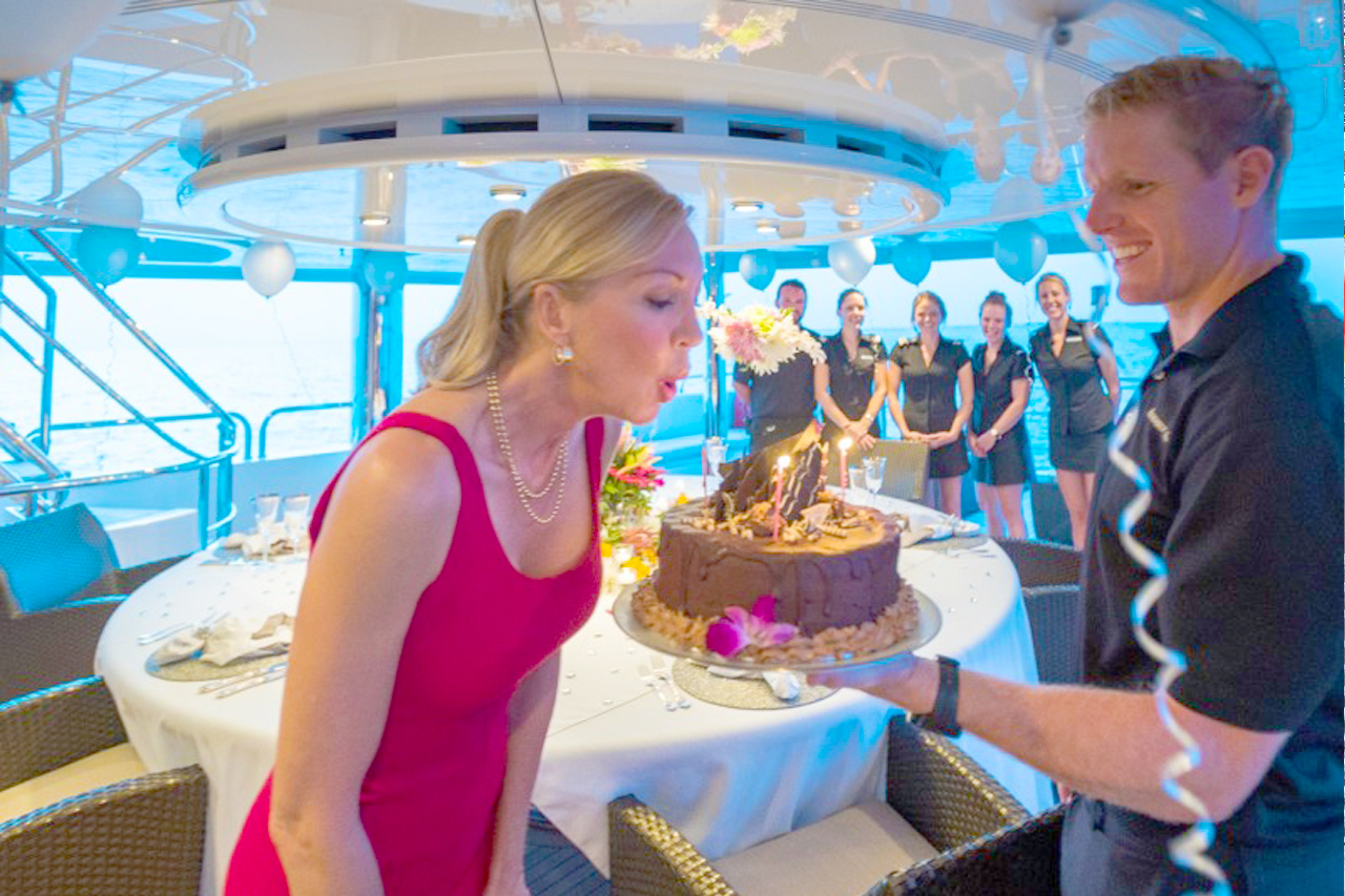 Celebrate birthday on a rented yacht in Dubai