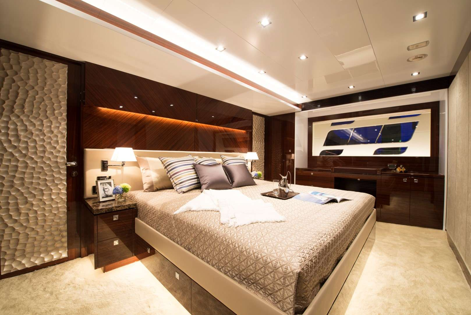 cabin - Aqua Motor Yacht - yacht for rent in dubai