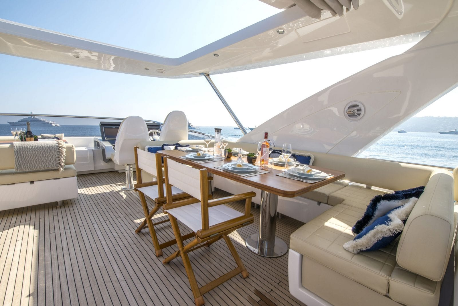 table setup of flybridge