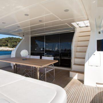 onboard - Queen-Stacey- yacht rentals dubai