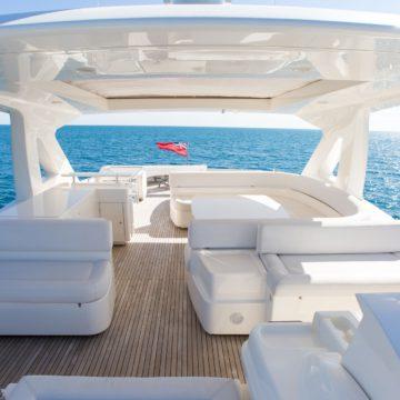 fly bridge - Queen-Stacey- yacht rentals dubai