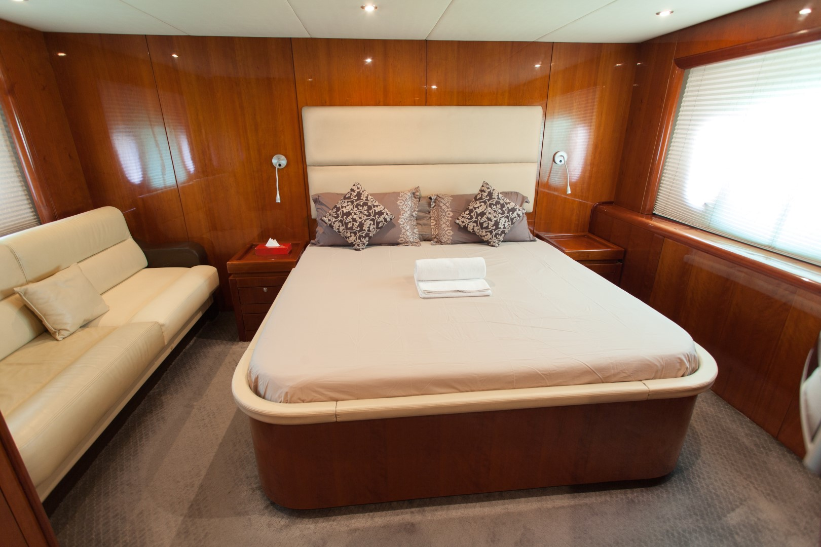 cabin - 70ft - dyretti yacht - yacht for rent in dubai