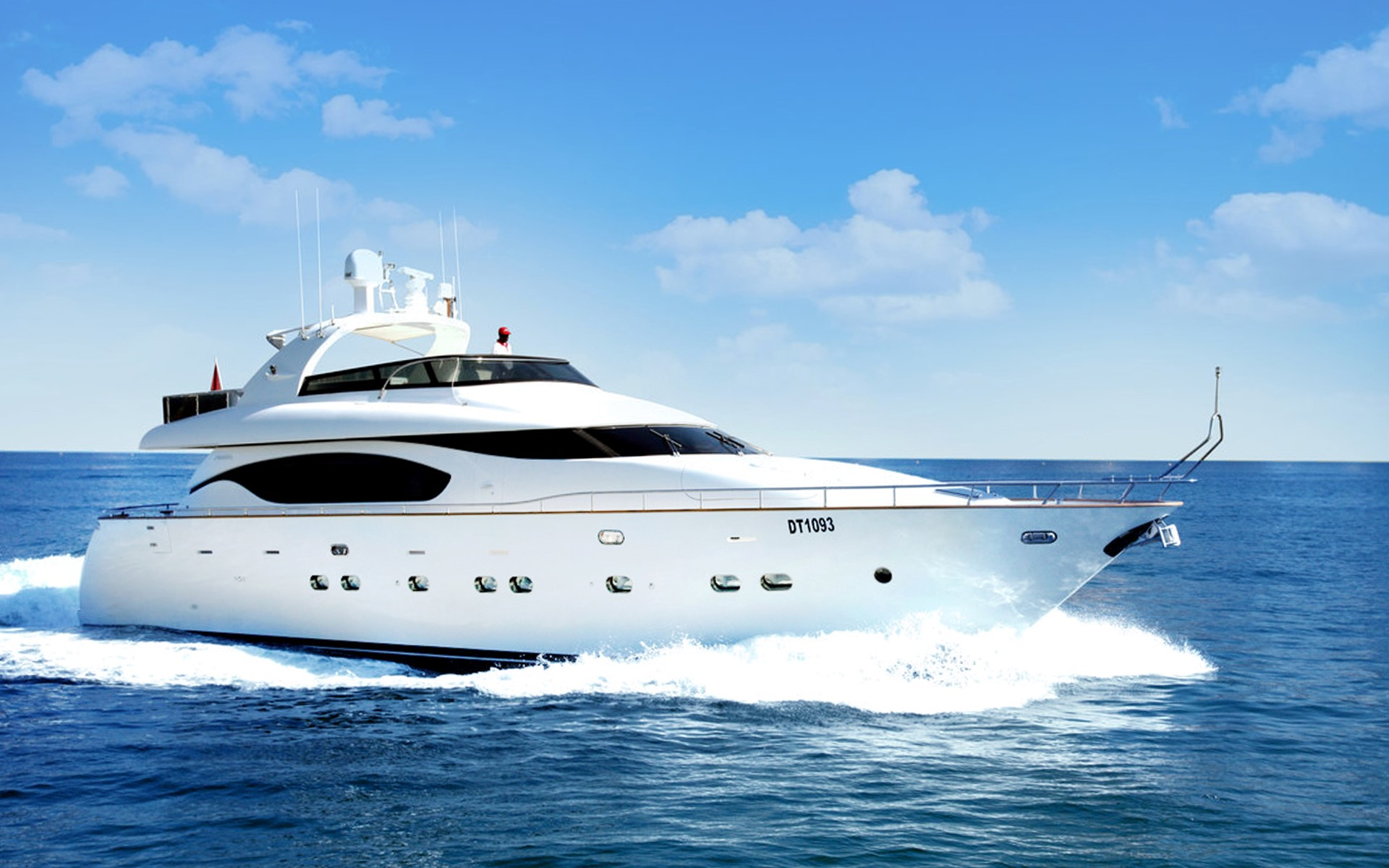 78ft yacht on waters of dubai - yachts for rent in dubai